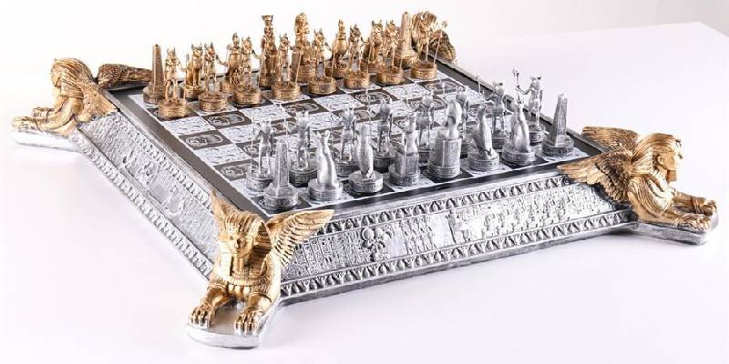 "ss-Benefits.jpg"" alt=""""Silver coloured chess board with silver and golden coloured chess pieces"